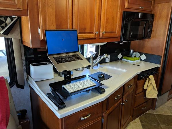 Flexible standing desk in an RV